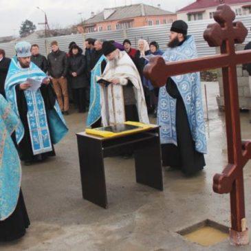 На территории Апшеронского машиностроительного завода заложен первый камень храма-часовни